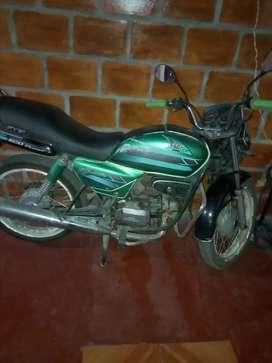 Vendo moto honda splendor consume poca gasolina, tarjeta propiedad el SOAT y la tecno esta vencido