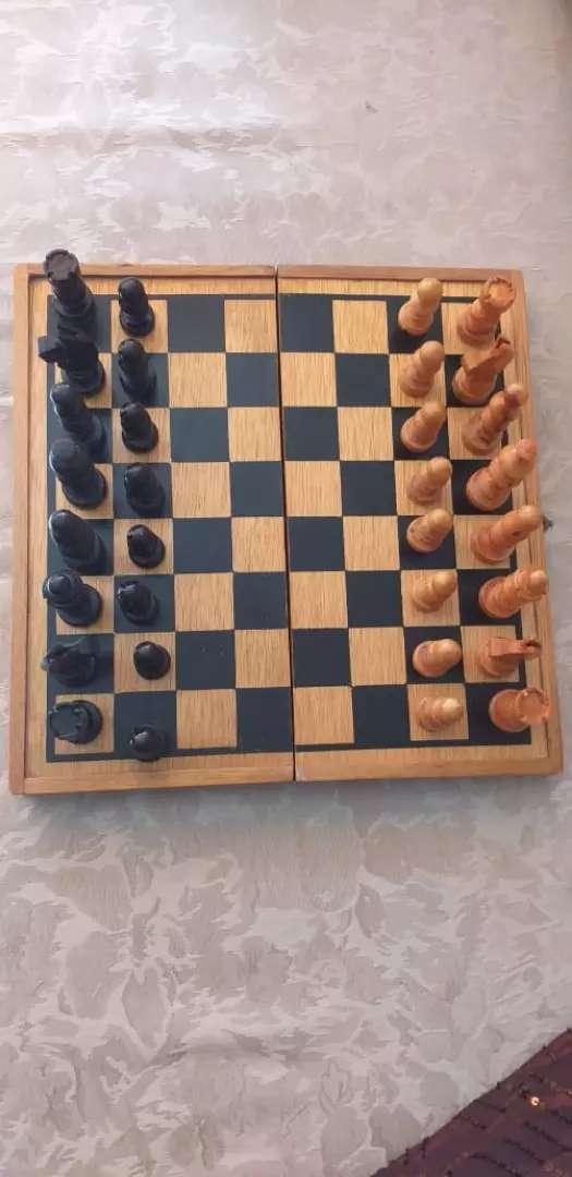 Juego de ajedrez en madera 0