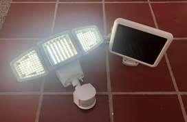 Lampara solar LED con sensor de movimiento