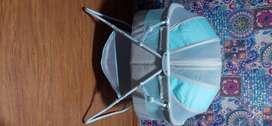 Cuna Tipo Moises , 9 meses de uso de 1 solo bebé, Marca Americana , incluye Colchon Antireflujo Marca Toral.