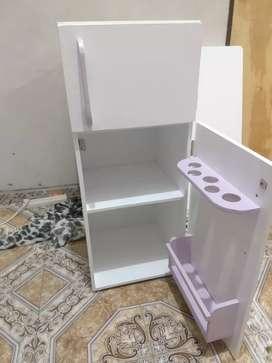 Vendo sillitas para chicos cocinitas heladerítas mesitas cucha para gatos banquito baulera todo en MDF pintado