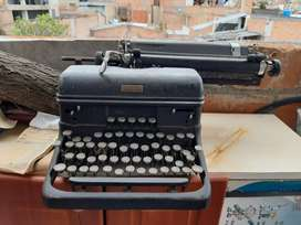 Máquina de escribir marca Royal