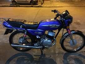 Vendo o permuto por solo moto xr del mismo año o año más reciente y diferencia