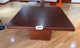 Mesa comedor en madera en perfecto estado