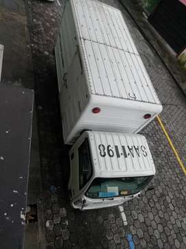 Camión con furgón
