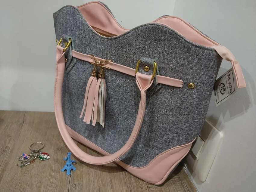 Hermoso bolso elegante Nuevo 0