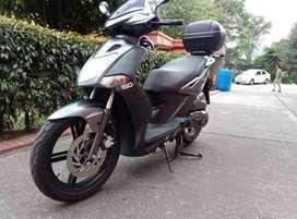 Vendo hermosa moto  bien estado papeles al día recién sacados