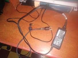 Cargador de portatil acer aspire modelos 69 y 75 original usado