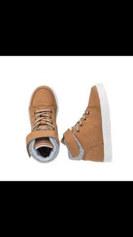 Se vende zapatos Off cors talla 36 niño