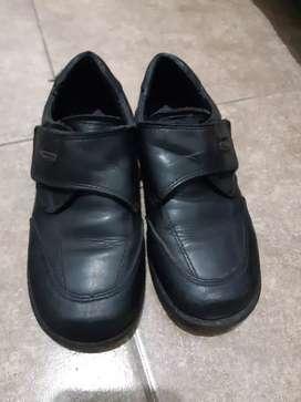 Zapato escolar num 31 Marciel
