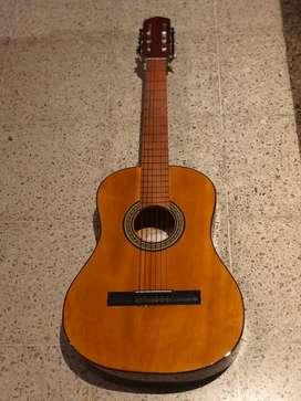 Vendo guitarra criolla, poco uso ( como nueva)