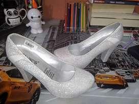 Tacones plateados- zapatos para dama