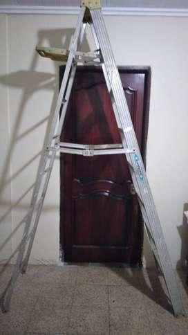 Se vende escalera desplegable.