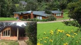 SE VENDE Lote con 2 hermosas casas de campo, a las afueras de Bogotá (Via La Calera)