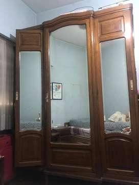Ropero Antiguo Puertas con espejos  -  URGENTE - 1er Oferta Razonable se la lleva  ️
