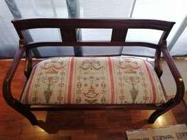 Sofá en madera y tela