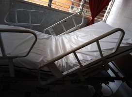 Cama eléctrica para paciente