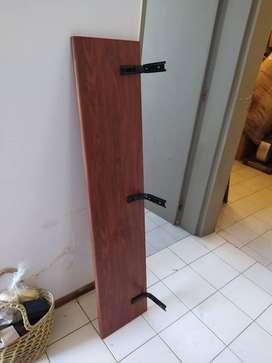 Repisa madera con mensulas metálicas