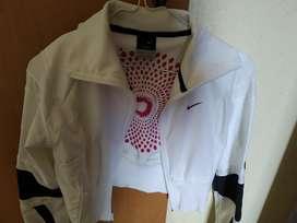 Campera Nike Cortita