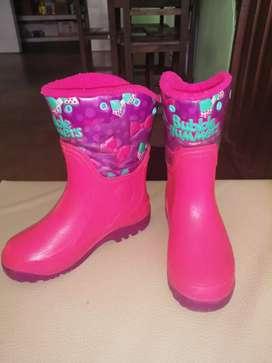 Se venden botas bubble gumers