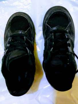 zapatilla NIKE 27,5 CUERO negra cordon como nueva
