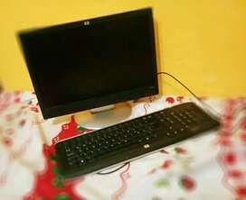 Monitor y teclado HP impecables en muy buen estado!