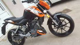 VENDO KTM DUKE 200 MOD.2016 CON 11500KM REALES / PERMUTARIA.