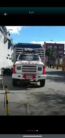 Camión Dodge 600