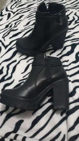 Vendo botas / botines nuevos colombianos talla 36