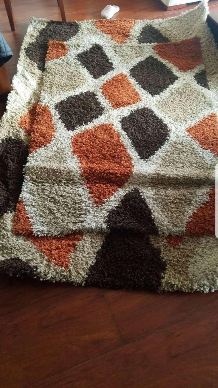Medidas de las alfombras: 1.-2,30 x 1,50 2.-1, 70 x 1, 0