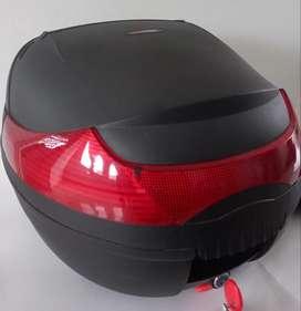 Combo casco y maletero 33 litros