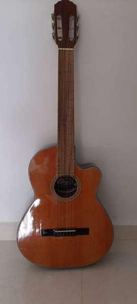 Vendo guitarra marca Clásica  en perfecto estado