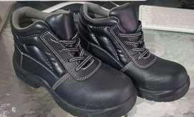 Se venden botas platineras talla 38