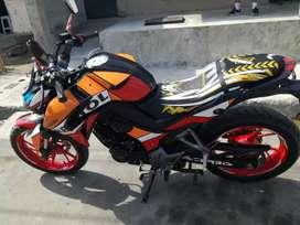 Una moto repsol daytona  en 1500
