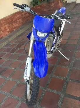 moto de enduro yamaha WR450