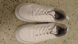 Zapatos colegiales para niño y zapatos para dama