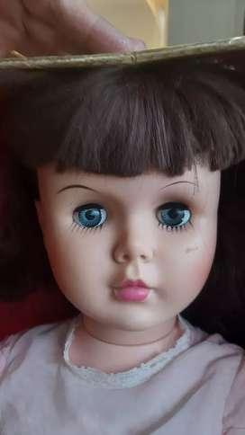 Vendo muñeca antigua buen estado 80cm de alto