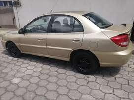 De oportunidad se vende  auto kia  año 2004