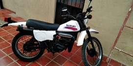 Hermosa moto Susuki Ts 125 original