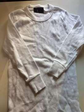 Camiseta nueva escolar blanca