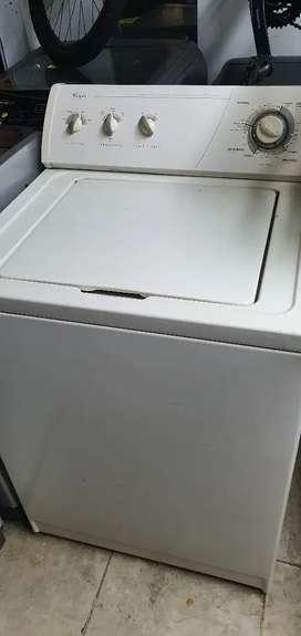 Vendo lavadora whirpool americana de 30 libras