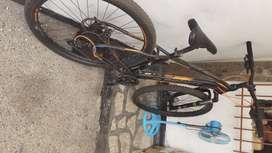 Vendo Hermosa  vicicleta deportiva talla M Rin 29
