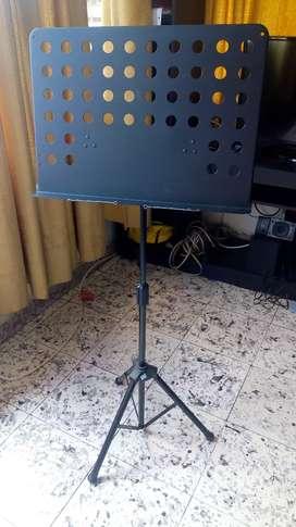 Trípode para partituras metálico