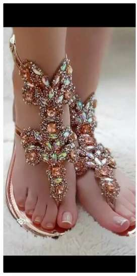 Se nesecita dama para decorar sandalias