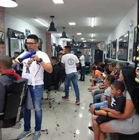 Busco barbero con experiencia y buena presencia