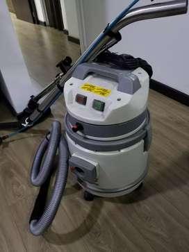 Máquina aspiradora y lava alfombras