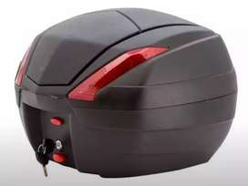 Baúl Moto 34 litros Tomcat. DIM.