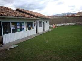 Amplia casa de arriendo con áreas verdes, Av. Loja, Cuenca, R127