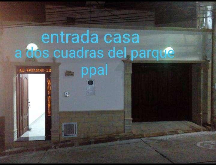 vendo hermosa casa a dos cuadras del parque principal de San Gil 0