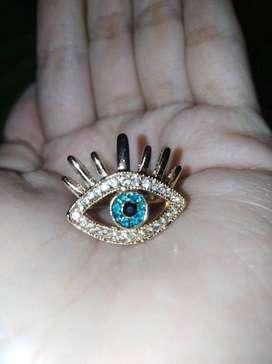 Elegante anillo de cristal azul y blanco